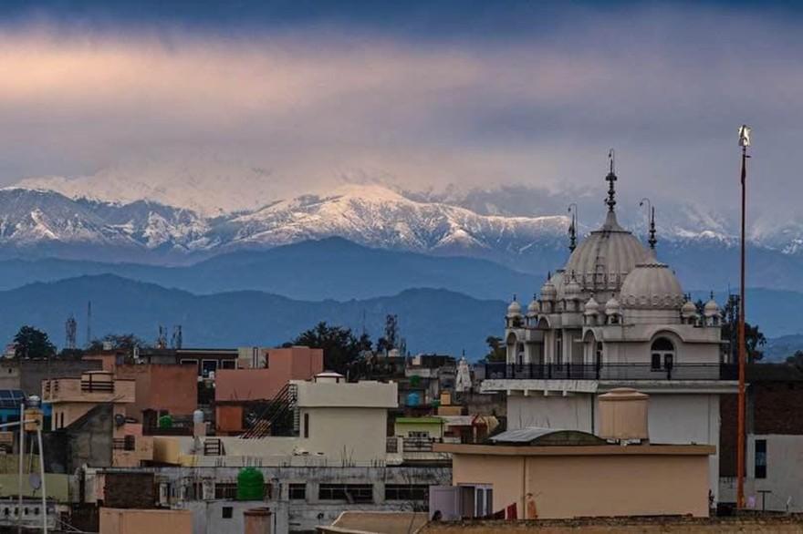 """Inde – """"Grâce"""" au confinement, l'Himalaya visible à 200 km, depuis 30 ans"""
