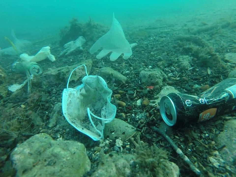 Pollution et Covid-19 – les premiers masques et gants sont arrivés en Méditerranée