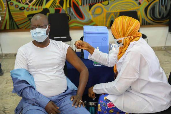 Vaccin contre la Covid-19 – Abdou Karim Sall prend sa dose