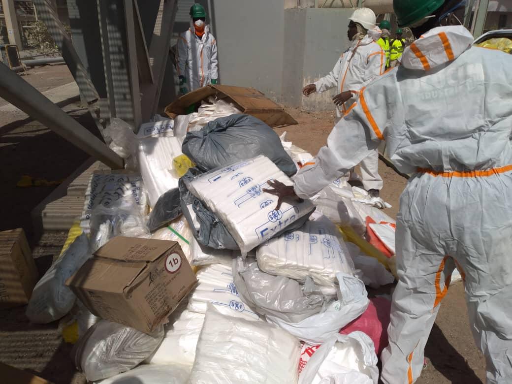 An 1 de la loi en vigueur sur le plastique: Les premières images de l'incinération des produits saisis